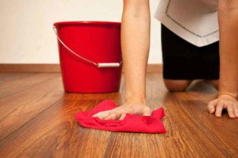 Почему моя свекровь моет пол красной тряпкой? Я тоже стала так делать!