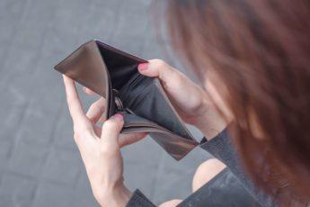 5 фраз про деньги, которые притягивают бедность не произносите их