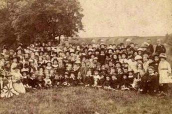 На этом фото — 1 мама и 69 её детей. Она рожала их 76 лет подряд