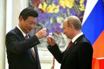 Почему гость так смотрит на руку: как устроены кремлёвские спецрюмки