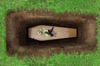Почему опасно подходить к активным могилам на кладбище