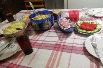 Свекровь пригласила нас с мужем на простой семейный ужин. Показываю,чем она нас угощала