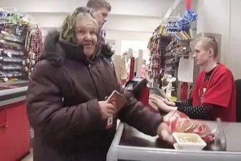 Бабушка на кассе попросила доплатить за неё 3 рубля, но я отказал. Рассказываю почему