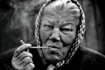 """Телефонные мошенники звонили бабушке, а попали на майора МВД на пенсии. Как их проучила """"матёрая"""" бабуля"""